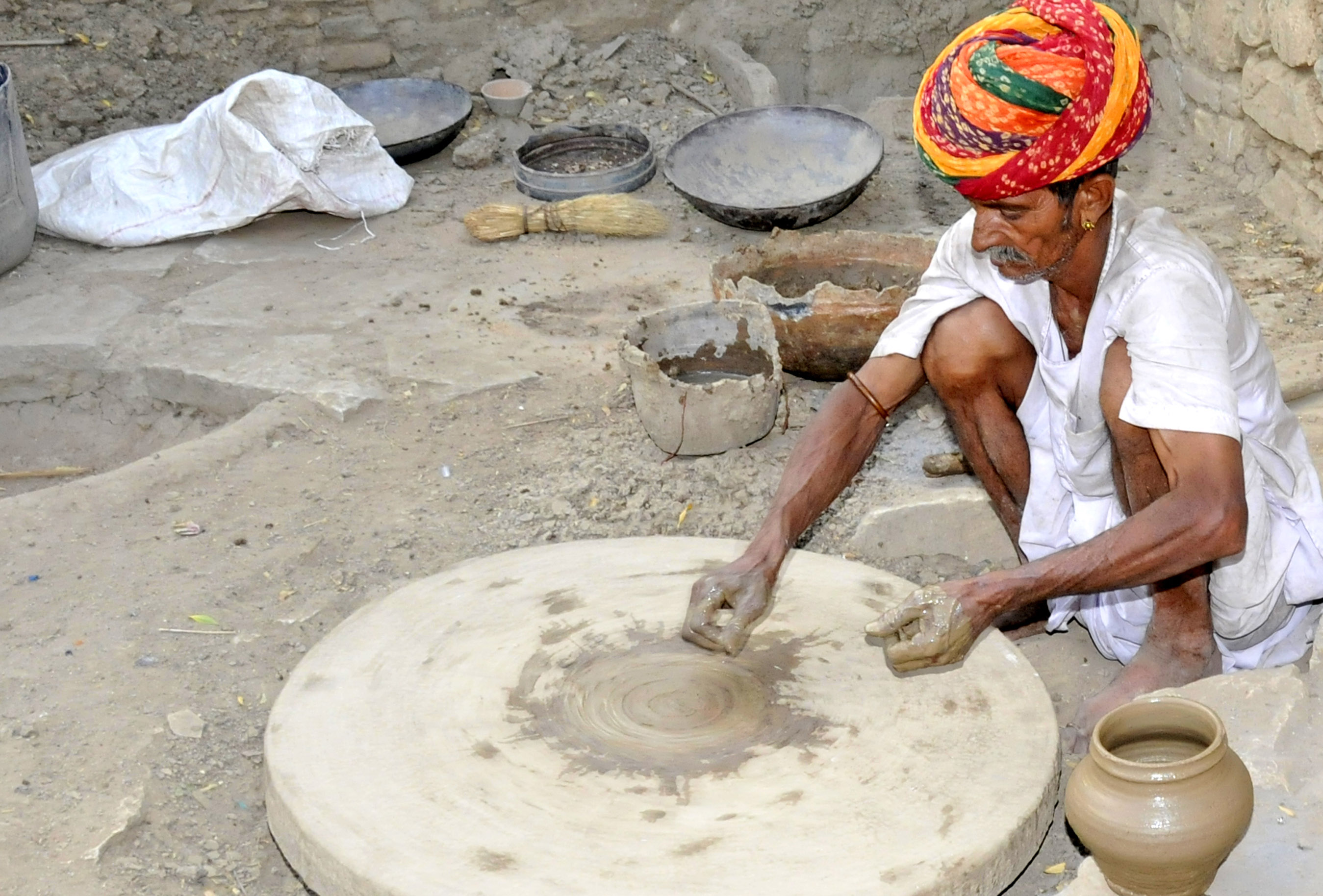 The village potter in Bangalore. (Photo by Don Knebel)