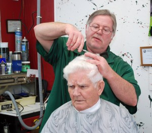 Noblesville's Ed Teal gets his hair cut by Chuck Barrick