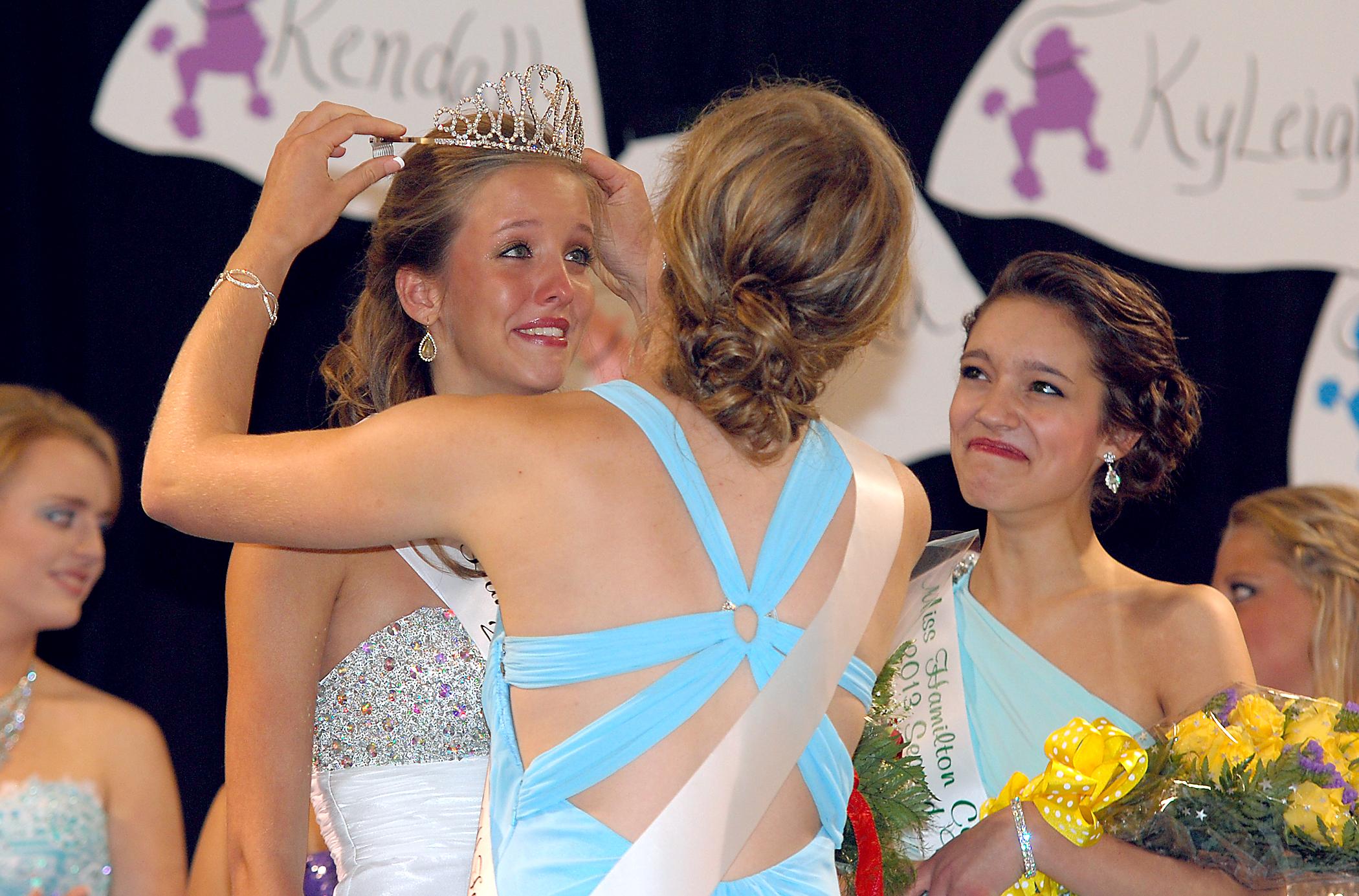 KyLeigh Kimbrell receives the crown from 2012 Hamilton County 4-H Fair Queen Sarah Huber