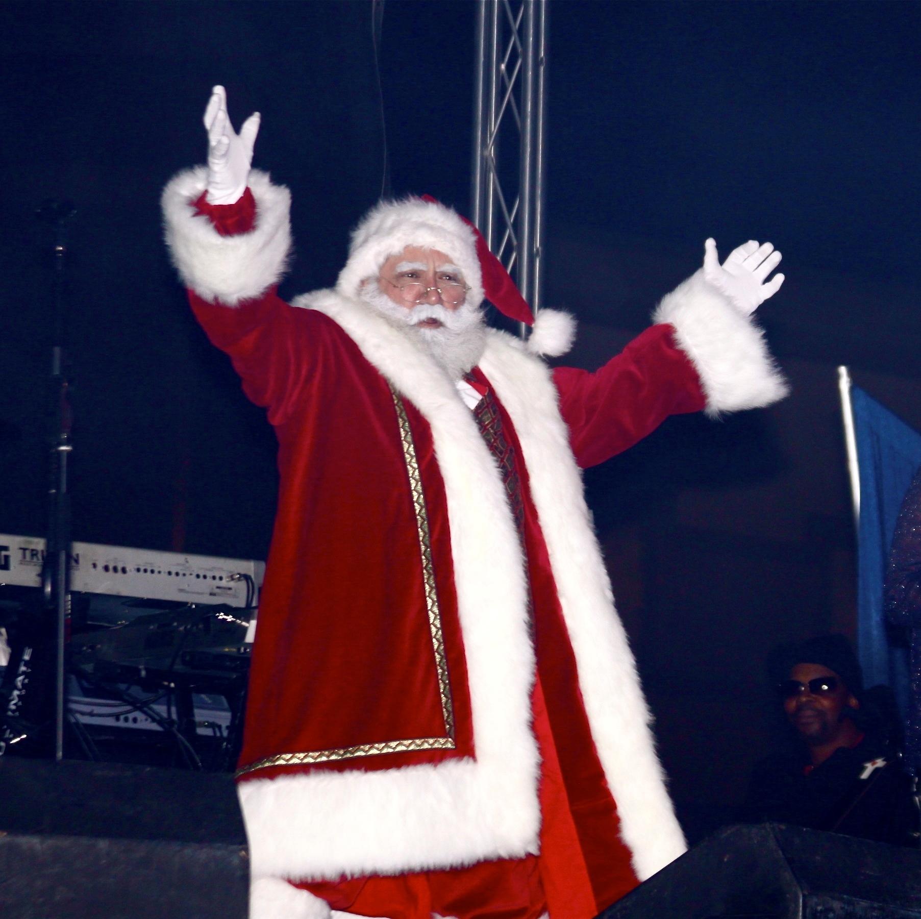 COM-HTC Holiday Fest Santa