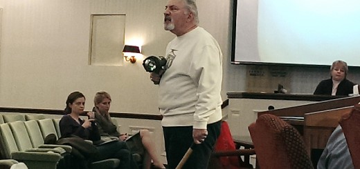Brookshire resident Vince Mercuri discusses coyotes at the most recent city council meeting. (Staff photo)
