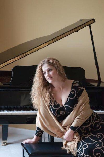 "Singer Dana Goot will perform during a presentation of ""The Jewish Influence on Jazz"" Sunday at Congregation Shaarey Tefilla"