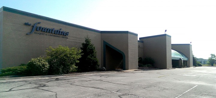 The Fountains on Carmel Drive could soon get Jonathan Byrd's as a new tenant. (Staff photo)