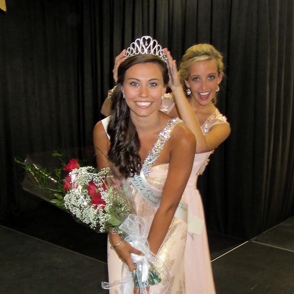 2013 Hamilton County 4-H Fair Queen, Kyleigh Kimbrell has fun crowning 2014 4-H Fair Queen Erica Danielle Freeman on July 11. (Photos by Navar Watson)