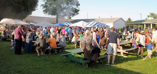 The pleasant temperatures throughout the 4-H Fair caused a good turnout of patrons and long lines in the food court, which caused many to sell out. (Photo by Robert Herrington)