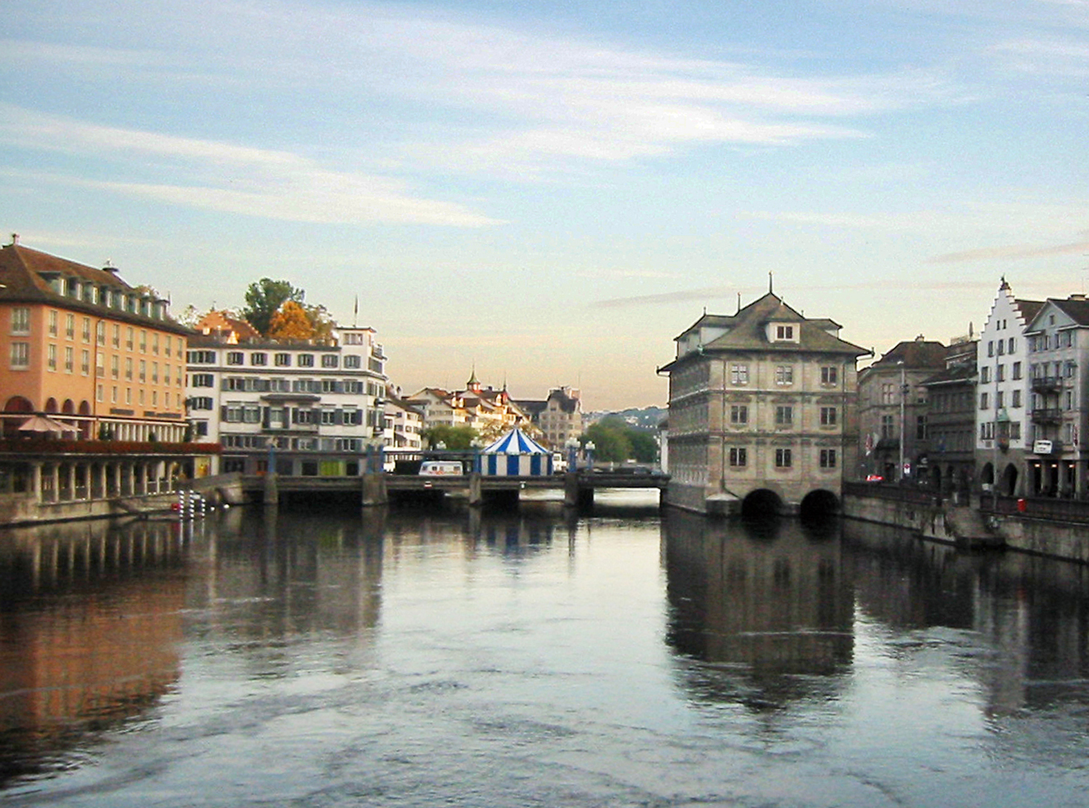 Zürich Town Hall in Limmat River. (Photo by Don Knebel)