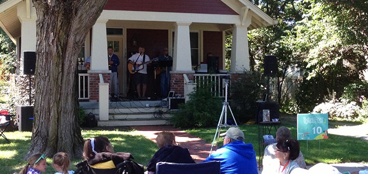 The Bob Alvis Band plays for crowd. (Photo by Brian Kelly)