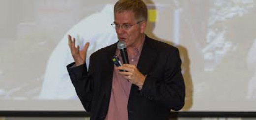 Rick Steves speaks to a crowd of Carmel residents. (Photo by Steve Standifer with ZiaPix Multimedia)