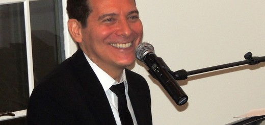 Michael Feinstein charmed guests in his Carmel home as he performed Christmas songs and relayed humorous anecdotes.