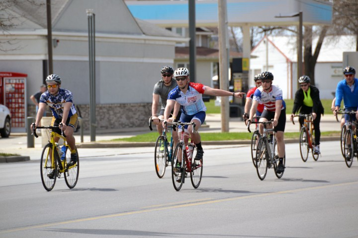 021-2014 moms day-cyclists turning