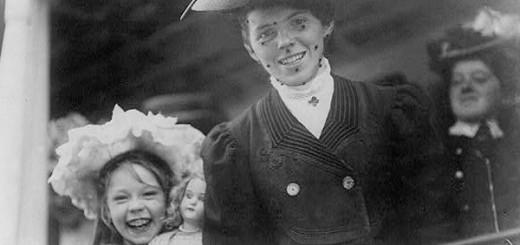 Immigrants arrive at Ellis Island.