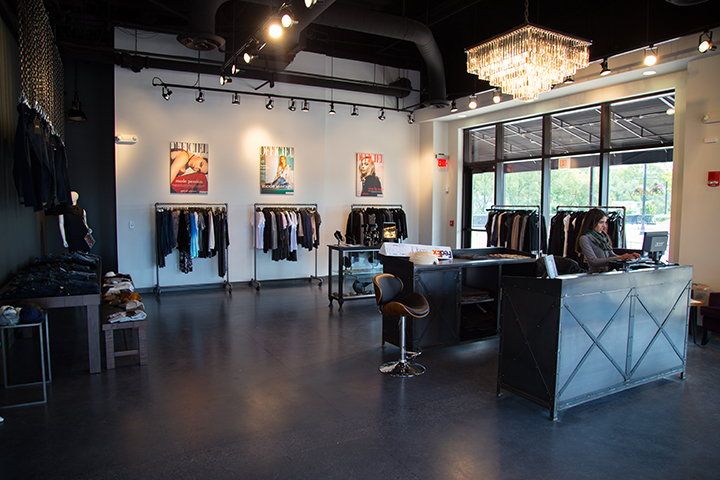 Women 39 s clothing boutique moves into former mangia for Boutique center