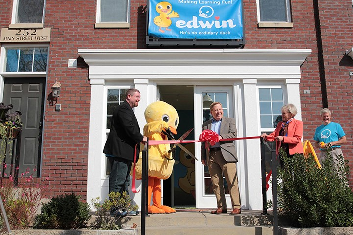 CIC- Dough-1020- Edwin the duck ribbon cutting photo