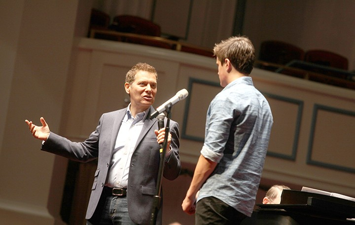 Michael Feinstein works with a workshop student on stage. (Submitted photo)