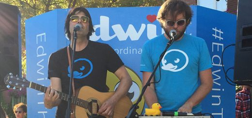 Vess von Ruhtenberg, left, and Adam Gross play to a crowd at Art of Wine July 16. (Photo by Anna Skinner)