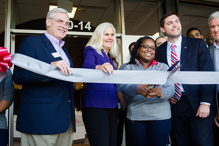 CIC-Business Local-0726-Verizon ribbon cutting4
