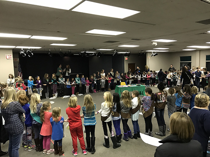 zionsville girl scouts kick off busy year with cookie