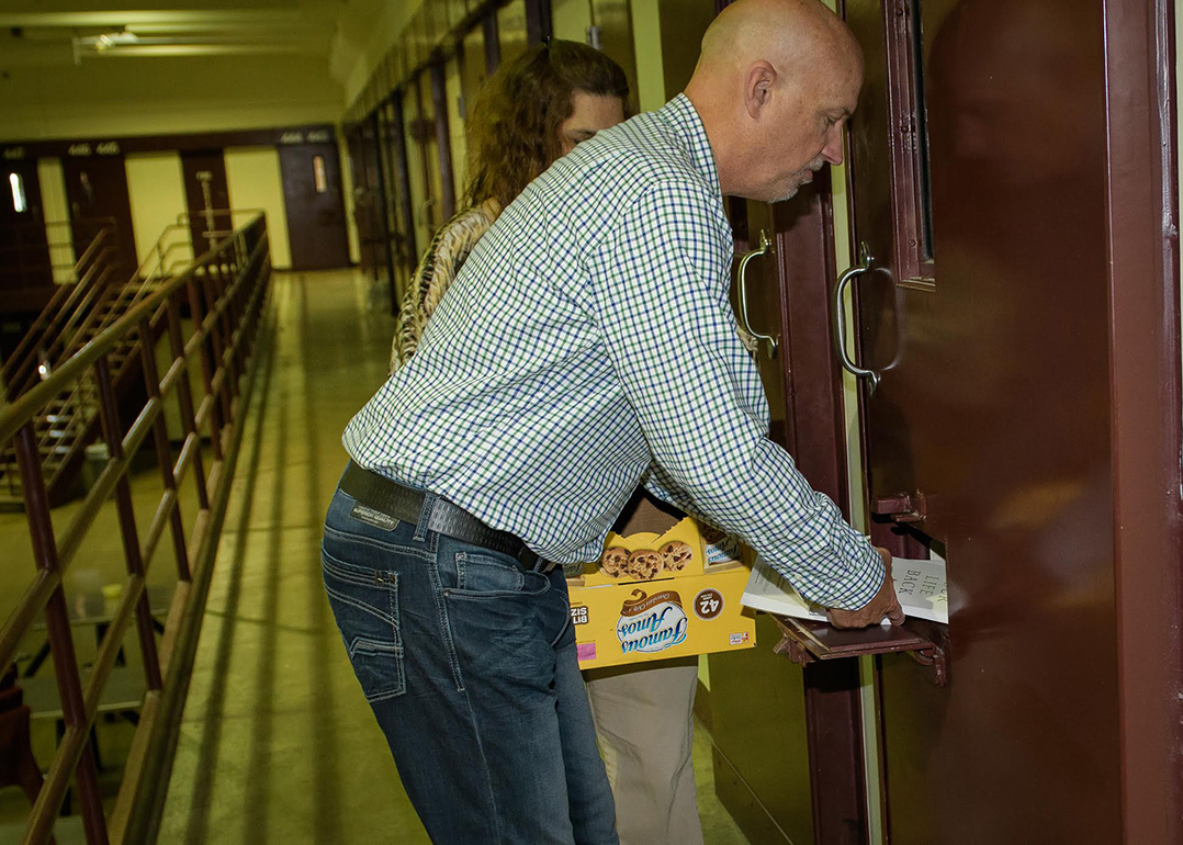 Northview church buys books for entire prison population at miami take your life back author and northview church teaching pastor stephen arterburn signs a copy of his book for an offender at the miami correctional malvernweather Gallery